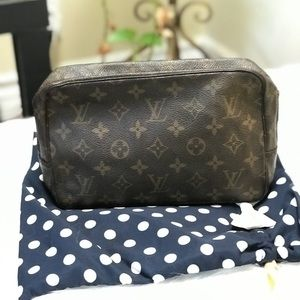 AUTHENTIC LV TROUSSE 23
